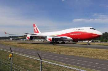 The only Boeing 747-400 Super Tanker en acción